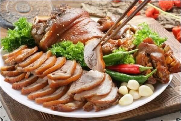 Món ngon trong mâm cỗ Tết cổ truyền miền Trung: Có tôm chua ăn mãi không chán, aicũng xuýt xoa khen-2