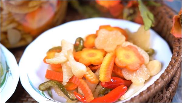 Món ngon trong mâm cỗ Tết cổ truyền miền Trung: Có tôm chua ăn mãi không chán, aicũng xuýt xoa khen-5