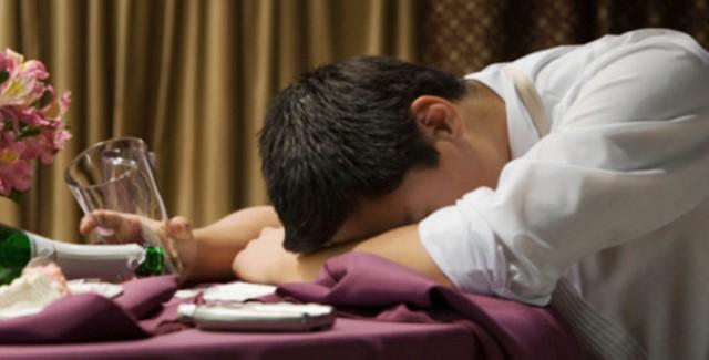 Vui quá đà dịp Tết dễ nảy sinh tình trạng say rượu: Chăm sóc người say thế nào để hạn chế rủi ro, Tết vui nhưng vẫn luôn an toàn-2