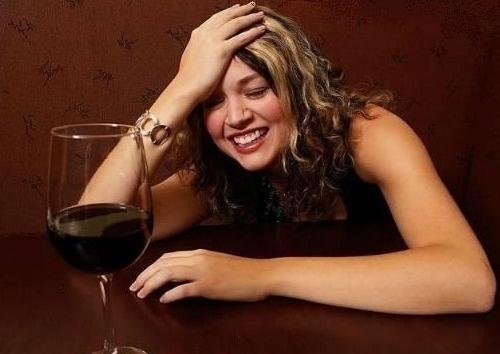 Vui quá đà dịp Tết dễ nảy sinh tình trạng say rượu: Chăm sóc người say thế nào để hạn chế rủi ro, Tết vui nhưng vẫn luôn an toàn-3