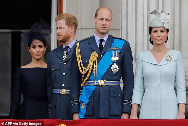 Hoàng tử Harry quyết định trở về Hoàng gia lần đầu sau khủng hoảng Megxit, Meghan và con trai không đi cùng vì lý do ít ai ngờ tới-2