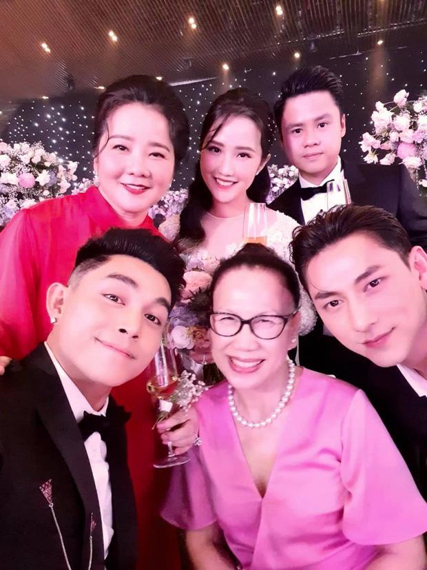 Mẹ vợ Phan Thành tiết lộ 2 gia đình mất ngủ trước đám cưới vì COVID-19, không thể mời hết khách khi chỉ có 800 chỗ-1