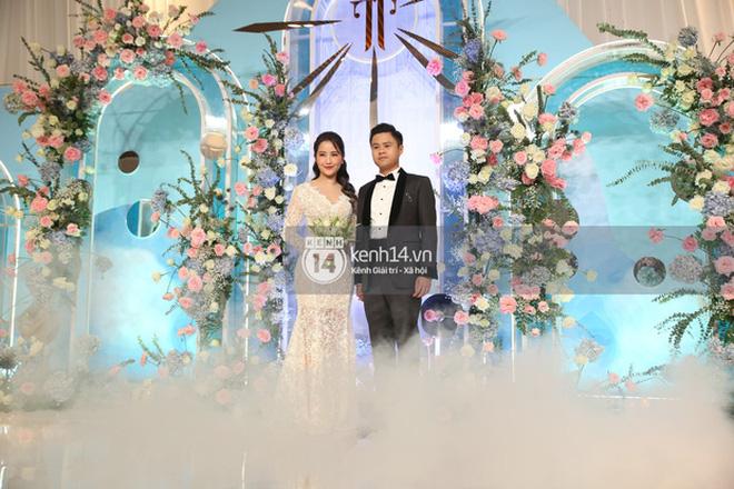 Mẹ vợ Phan Thành tiết lộ 2 gia đình mất ngủ trước đám cưới vì COVID-19, không thể mời hết khách khi chỉ có 800 chỗ-4
