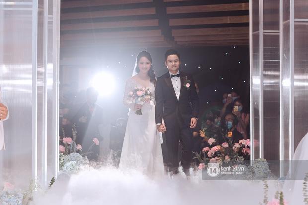 Mẹ vợ Phan Thành tiết lộ 2 gia đình mất ngủ trước đám cưới vì COVID-19, không thể mời hết khách khi chỉ có 800 chỗ-6