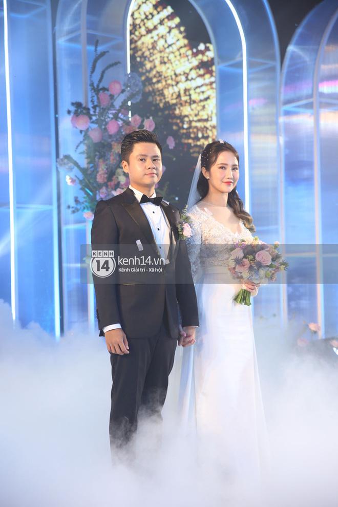 Mẹ vợ Phan Thành tiết lộ 2 gia đình mất ngủ trước đám cưới vì COVID-19, không thể mời hết khách khi chỉ có 800 chỗ-5