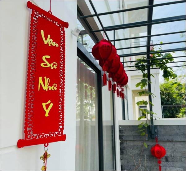 Vân Hugo trang hoàng nhà cửa đón Tết sớm trong biệt thự cao cấp ở Sài Gòn, nhìn ban công thơ mộng ai cũng mê-3