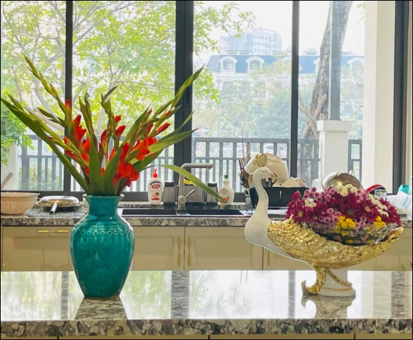 Vân Hugo trang hoàng nhà cửa đón Tết sớm trong biệt thự cao cấp ở Sài Gòn, nhìn ban công thơ mộng ai cũng mê-8