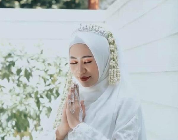 Clip: Cô dâu xin chồng ôm tình cũ 'một cái' trong đám cưới, hành động của tân lang khiến nhiều người khen ngợi-2