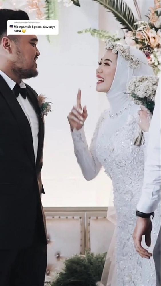 Clip: Cô dâu xin chồng ôm tình cũ 'một cái' trong đám cưới, hành động của tân lang khiến nhiều người khen ngợi-3