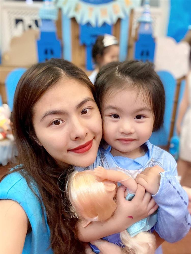 Con gái Vân Trang mới 5 tuổi đã được khen cao ráo, ra dáng mỹ nhân tương lai, ít người biết cô đã hy sinh điều to lớn này cho bé-3