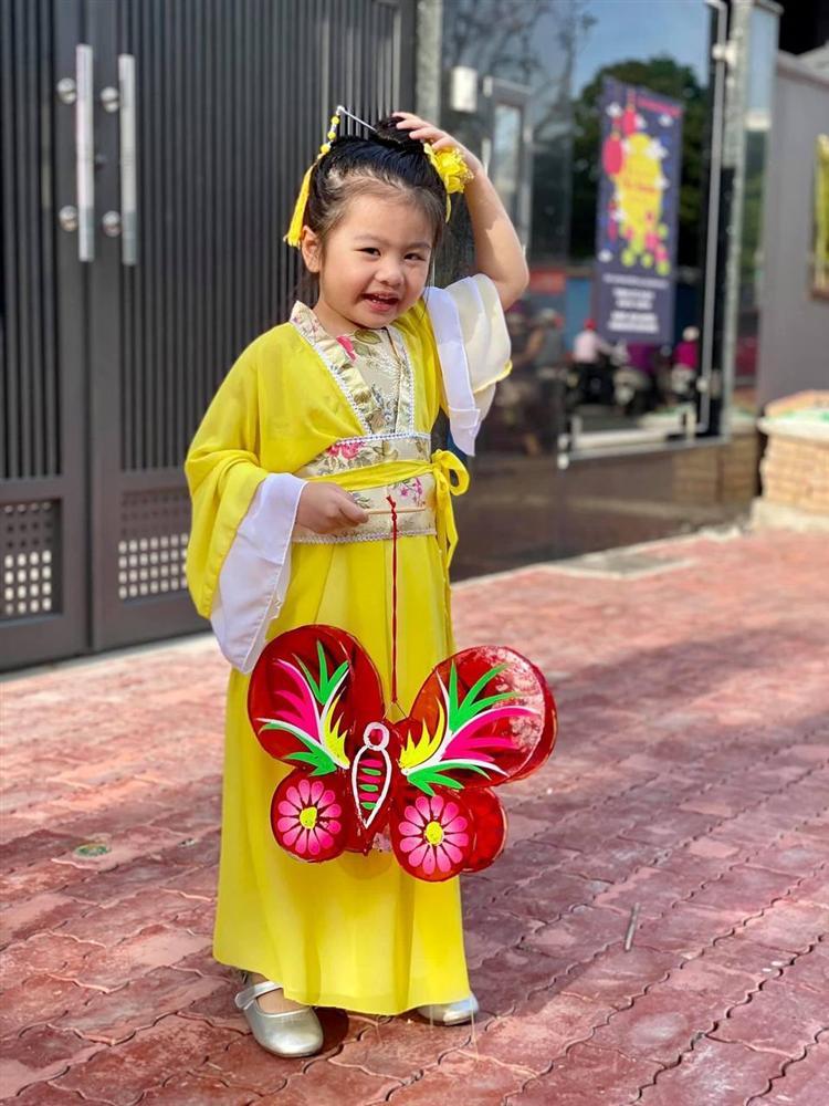Con gái Vân Trang mới 5 tuổi đã được khen cao ráo, ra dáng mỹ nhân tương lai, ít người biết cô đã hy sinh điều to lớn này cho bé-9
