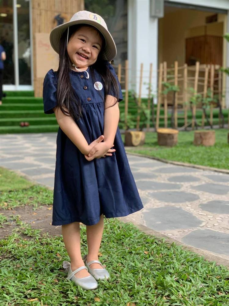 Con gái Vân Trang mới 5 tuổi đã được khen cao ráo, ra dáng mỹ nhân tương lai, ít người biết cô đã hy sinh điều to lớn này cho bé-11