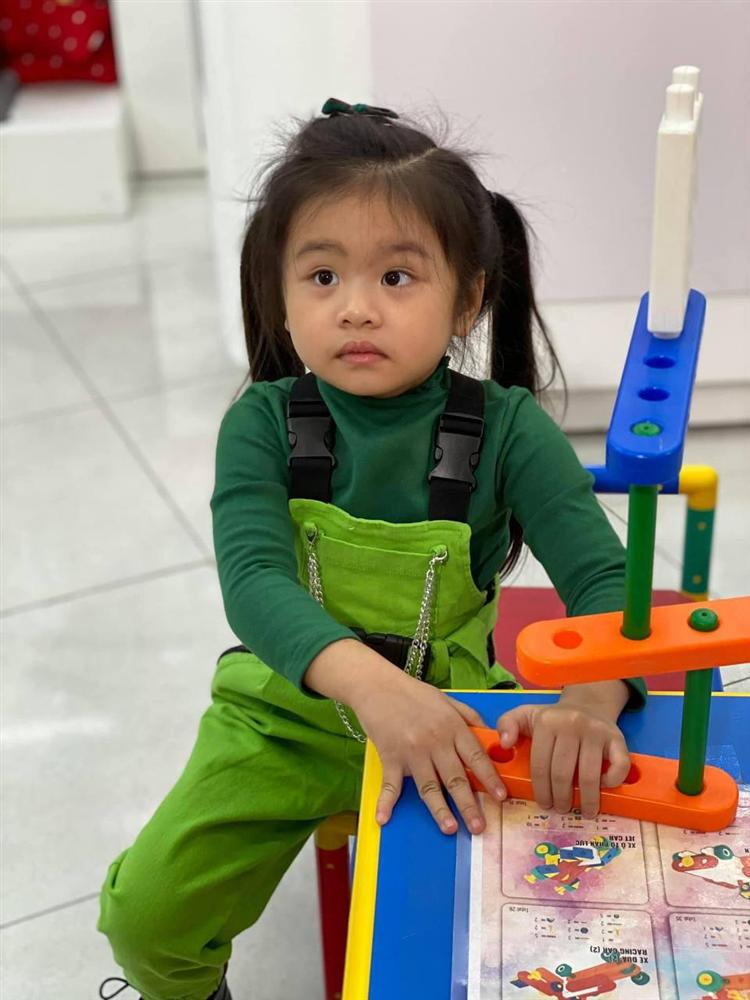Con gái Vân Trang mới 5 tuổi đã được khen cao ráo, ra dáng mỹ nhân tương lai, ít người biết cô đã hy sinh điều to lớn này cho bé-12