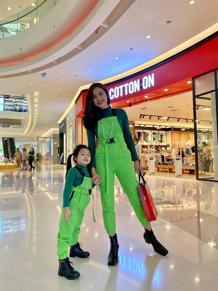 Con gái Vân Trang mới 5 tuổi đã được khen cao ráo, ra dáng mỹ nhân tương lai, ít người biết cô đã hy sinh điều to lớn này cho bé-13