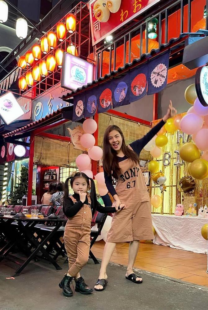 Con gái Vân Trang mới 5 tuổi đã được khen cao ráo, ra dáng mỹ nhân tương lai, ít người biết cô đã hy sinh điều to lớn này cho bé-16