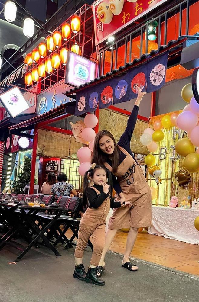 Con gái Vân Trang mới 5 tuổi đã được khen cao ráo, ra dáng mỹ nhân tương lai, ít người biết cô đã hy sinh điều to lớn này cho bé-17