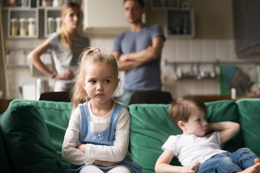 Bố mẹ luôn sử dụng cách nói này chẳng trách muốn con nghe lời nhưng càng nói trẻ lại càng phản kháng lại-3