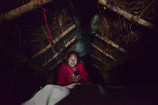 Loạt ảnh gây ám ảnh về túp lều kinh nguyệt được ví như địa ngục trần gian, là nỗi khiếp đảm của các cô gái mỗi lần... tới tháng-3