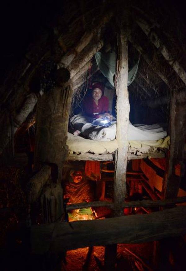 Loạt ảnh gây ám ảnh về túp lều kinh nguyệt được ví như địa ngục trần gian, là nỗi khiếp đảm của các cô gái mỗi lần... tới tháng-5