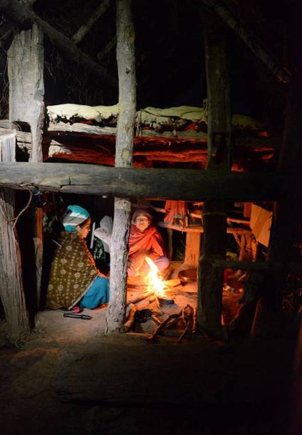 Loạt ảnh gây ám ảnh về túp lều kinh nguyệt được ví như địa ngục trần gian, là nỗi khiếp đảm của các cô gái mỗi lần... tới tháng-6