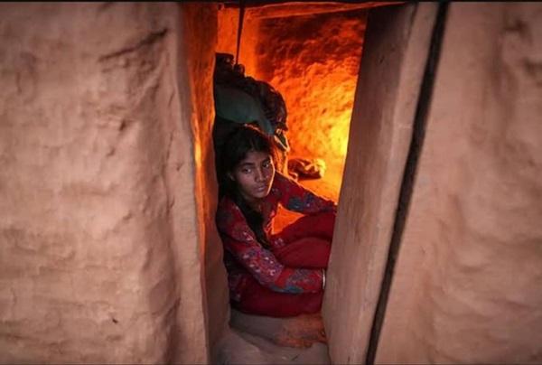 Loạt ảnh gây ám ảnh về túp lều kinh nguyệt được ví như địa ngục trần gian, là nỗi khiếp đảm của các cô gái mỗi lần... tới tháng-14