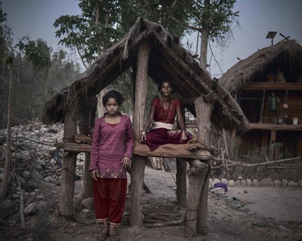 Loạt ảnh gây ám ảnh về túp lều kinh nguyệt được ví như địa ngục trần gian, là nỗi khiếp đảm của các cô gái mỗi lần... tới tháng-9