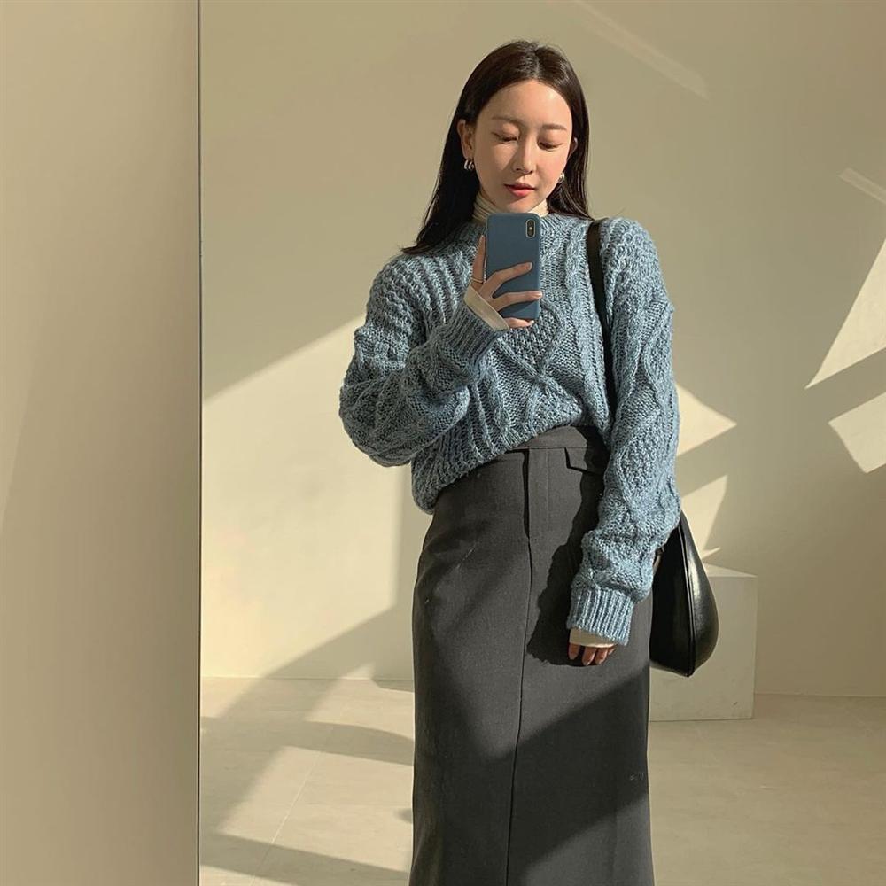5 kiểu chân váy gái Hàn thường diện với áo len, nàng công sở nên hóng ngay để không bao giờ lo mặc xấu-1