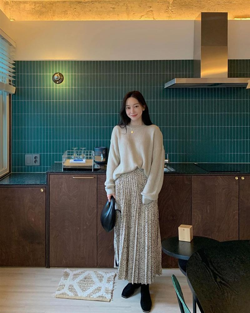 5 kiểu chân váy gái Hàn thường diện với áo len, nàng công sở nên hóng ngay để không bao giờ lo mặc xấu-10