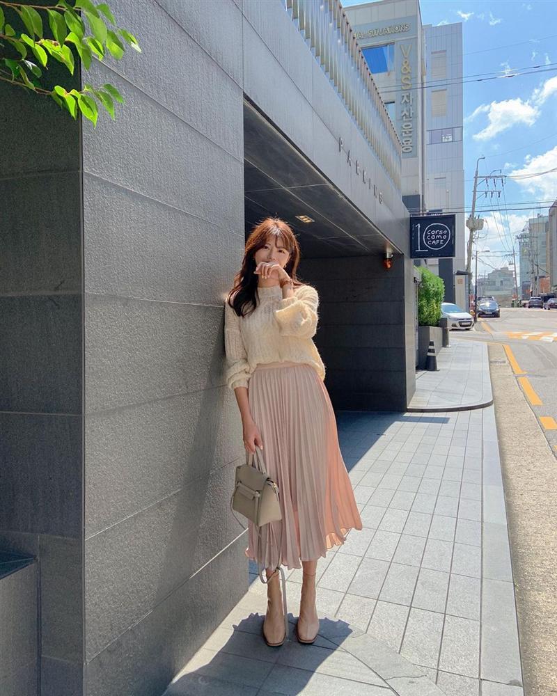 5 kiểu chân váy gái Hàn thường diện với áo len, nàng công sở nên hóng ngay để không bao giờ lo mặc xấu-11