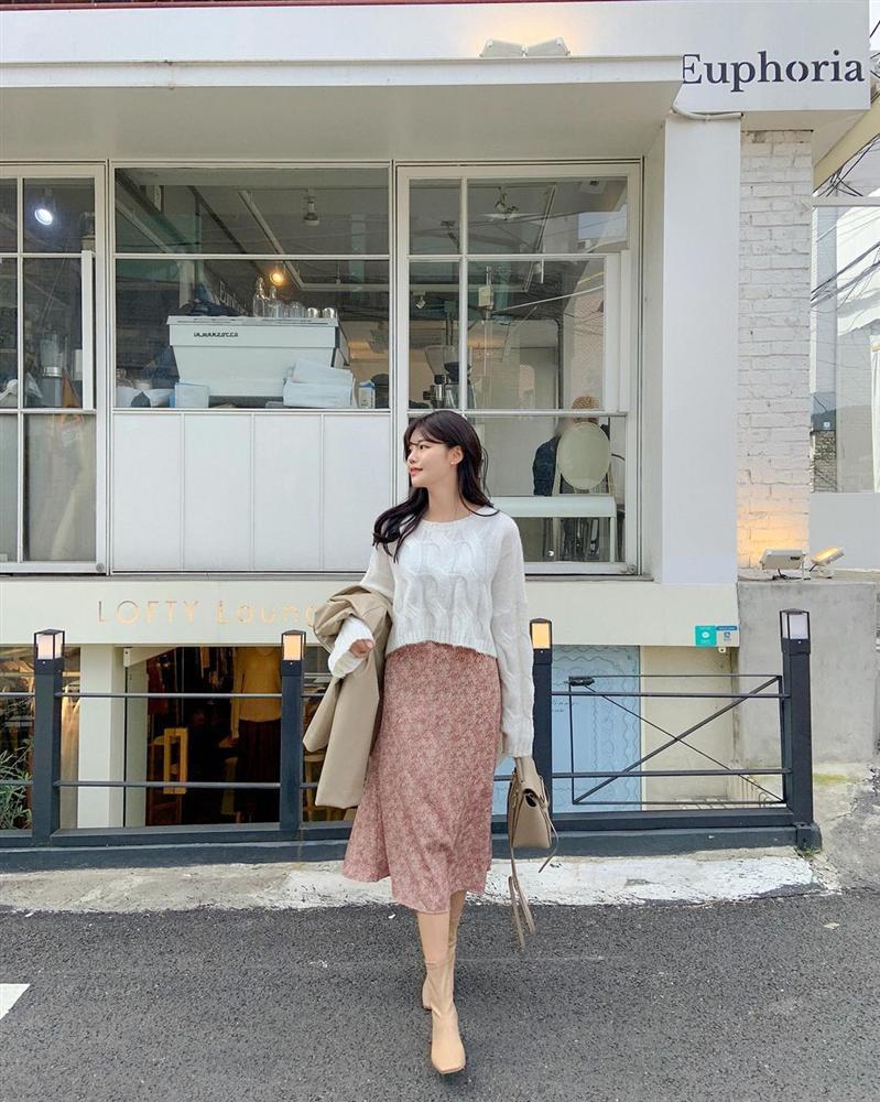 5 kiểu chân váy gái Hàn thường diện với áo len, nàng công sở nên hóng ngay để không bao giờ lo mặc xấu-2