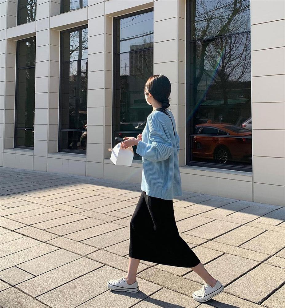 5 kiểu chân váy gái Hàn thường diện với áo len, nàng công sở nên hóng ngay để không bao giờ lo mặc xấu-3