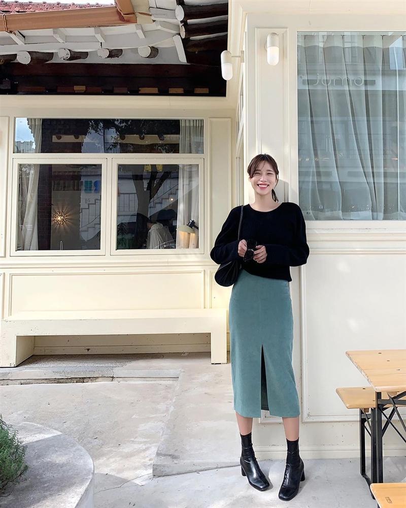 5 kiểu chân váy gái Hàn thường diện với áo len, nàng công sở nên hóng ngay để không bao giờ lo mặc xấu-5