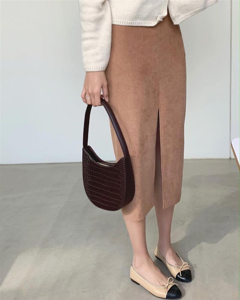 5 kiểu chân váy gái Hàn thường diện với áo len, nàng công sở nên hóng ngay để không bao giờ lo mặc xấu-6