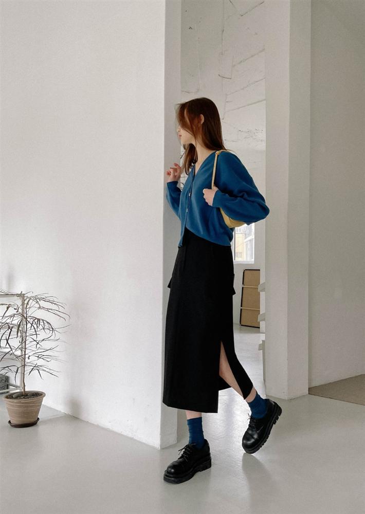5 kiểu chân váy gái Hàn thường diện với áo len, nàng công sở nên hóng ngay để không bao giờ lo mặc xấu-7