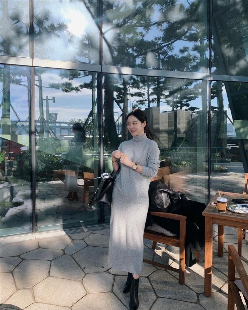 5 kiểu chân váy gái Hàn thường diện với áo len, nàng công sở nên hóng ngay để không bao giờ lo mặc xấu-13