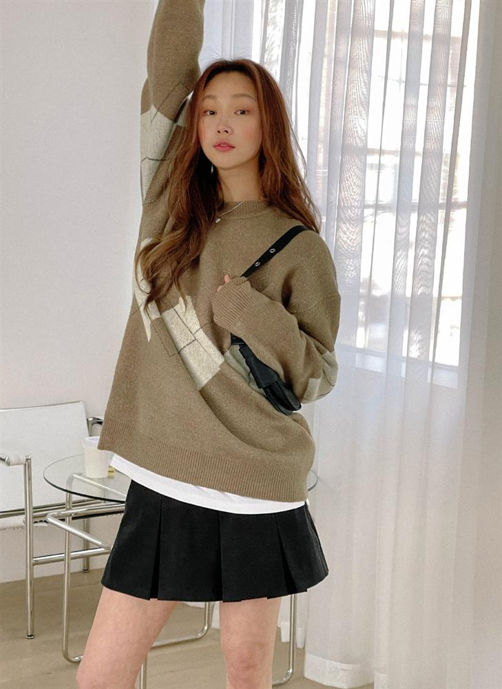 5 kiểu chân váy gái Hàn thường diện với áo len, nàng công sở nên hóng ngay để không bao giờ lo mặc xấu-16