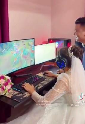 Sự thật bất ngờ về clip cô dâu - chú rể mải chơi game, bỏ mặc khách dự tiệc dưới nhà, khi được gọi xuống thì chống chế nhà bao việc-3