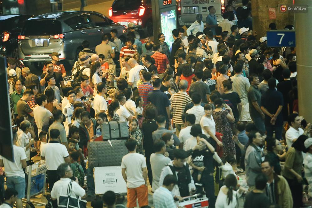 Chùm ảnh: Hình ảnh trái ngược ở ga quốc tế Tân Sơn Nhất trong năm nay và năm trước dịp gần Tết Nguyên đán-3