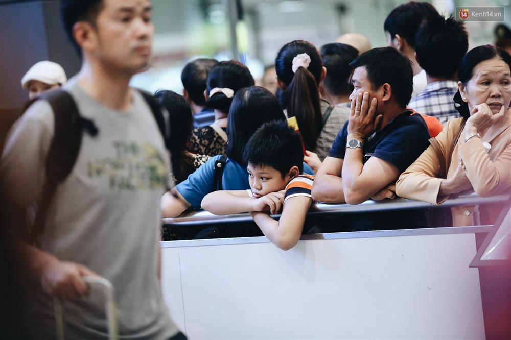 Chùm ảnh: Hình ảnh trái ngược ở ga quốc tế Tân Sơn Nhất trong năm nay và năm trước dịp gần Tết Nguyên đán-13