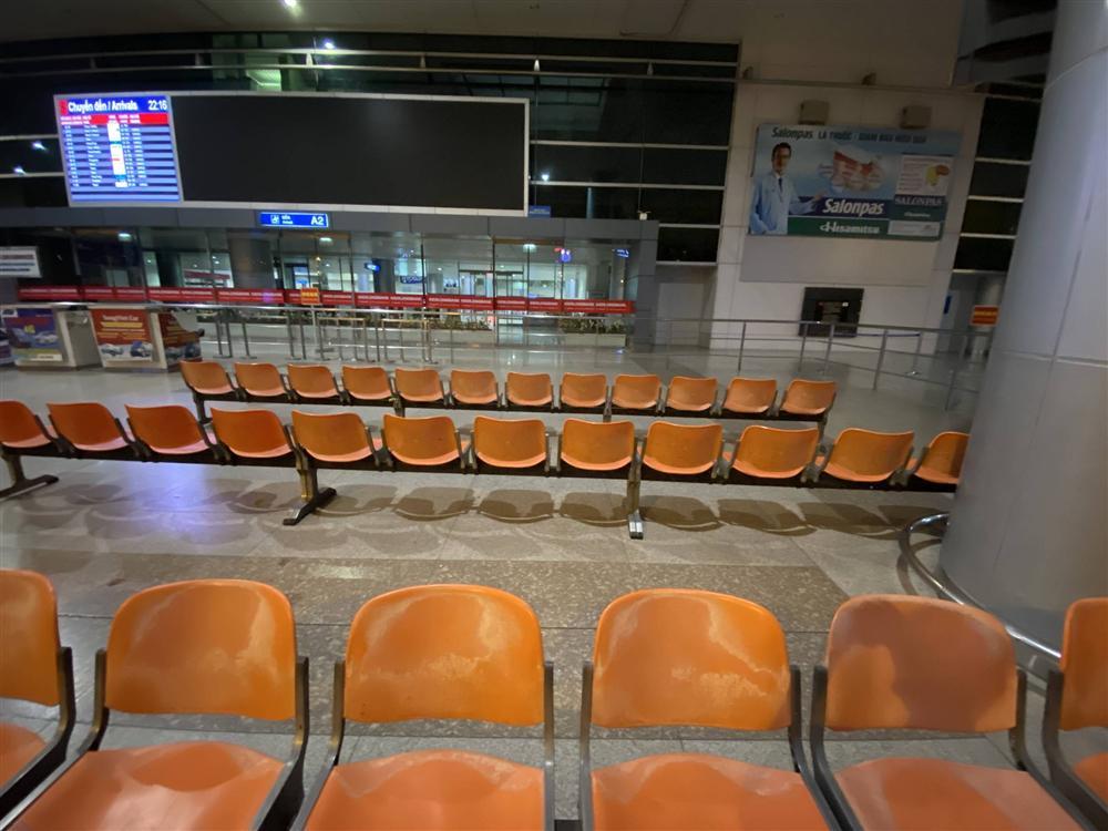 Chùm ảnh: Hình ảnh trái ngược ở ga quốc tế Tân Sơn Nhất trong năm nay và năm trước dịp gần Tết Nguyên đán-14