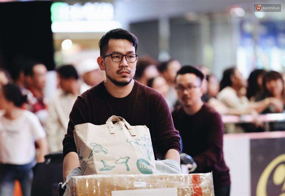 Chùm ảnh: Hình ảnh trái ngược ở ga quốc tế Tân Sơn Nhất trong năm nay và năm trước dịp gần Tết Nguyên đán-9