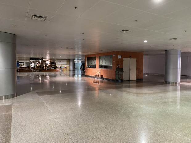 Chùm ảnh: Hình ảnh trái ngược ở ga quốc tế Tân Sơn Nhất trong năm nay và năm trước dịp gần Tết Nguyên đán-22