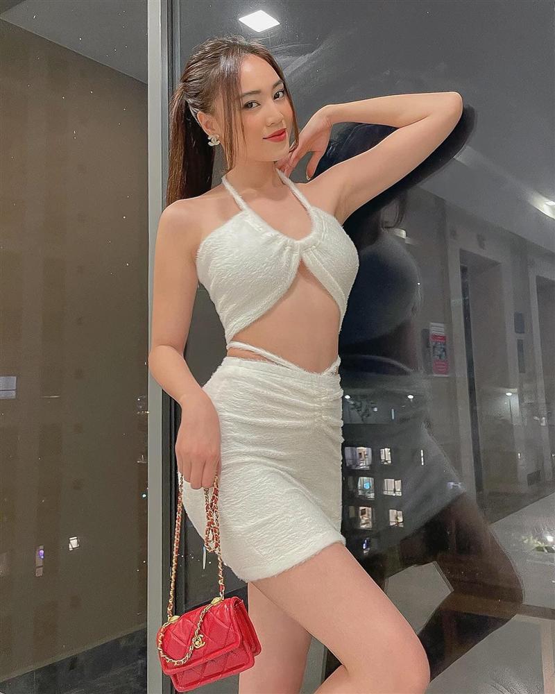 Những lần Ninh Dương Lan Ngọc khiến netizen xỉu lên xỉu xuống vì váy áo hở bạo-1