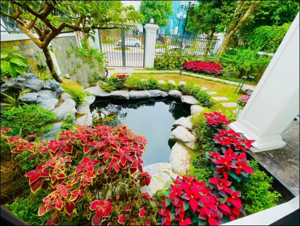 Cận cảnh khu vườn đẹp như mơ trong biệt thự ven sông của Lã Thanh Huyền, Tết dịch ngồi ở nhà ngắm hoa lá cũng vui-8