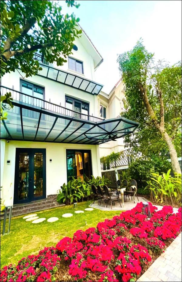 Cận cảnh khu vườn đẹp như mơ trong biệt thự ven sông của Lã Thanh Huyền, Tết dịch ngồi ở nhà ngắm hoa lá cũng vui-2