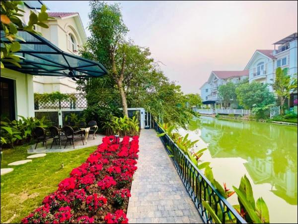 Cận cảnh khu vườn đẹp như mơ trong biệt thự ven sông của Lã Thanh Huyền, Tết dịch ngồi ở nhà ngắm hoa lá cũng vui-3