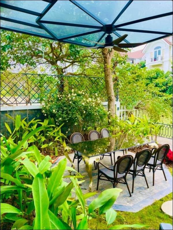 Cận cảnh khu vườn đẹp như mơ trong biệt thự ven sông của Lã Thanh Huyền, Tết dịch ngồi ở nhà ngắm hoa lá cũng vui-4