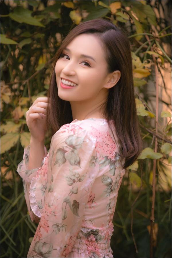 Cận cảnh khu vườn đẹp như mơ trong biệt thự ven sông của Lã Thanh Huyền, Tết dịch ngồi ở nhà ngắm hoa lá cũng vui-1