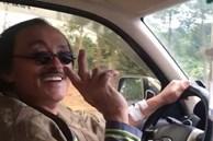 Nghệ sĩ Giang Còi gây hoang mang khi lái xe mà tay vẫn truyền nước