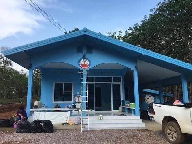 Căn nhà có gia chủ mê Doraemon khiến dân tình tranh cãi: Dễ thương hay nhố nhăng như cái vườn trẻ?-1